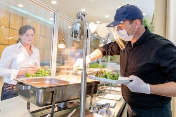 Wir stellen unsere gesamte gastronomische Leistung auf Bedienung um, bei dem unsere Gäste die gewählten Speisen und Getränke kontaktlos überreicht bekommen.